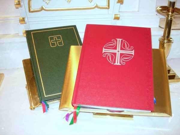 Lutheran_hymnals by Pastordavid is licensed under CC BY-SA 2.5. https://en.wikipedia.org/wiki/File:Lutheran_hymnals.jpg